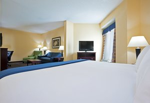 Suite - Holiday Inn Express Hotel & Suites South Akron