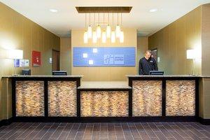 Lobby - Holiday Inn Express Hotel & Suites Brighton