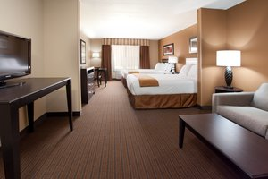 Suite - Holiday Inn Express Hotel & Suites Lamar