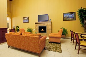 Lobby - Holiday Inn Express Hotel & Suites Minden