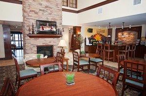 Lobby - Staybridge Suites Wichita
