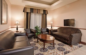 Lobby - Holiday Inn Express Hotel & Suites McPherson