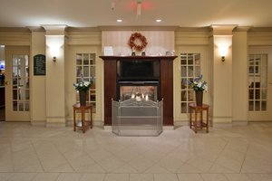 Lobby - Holiday Inn Express Hotel & Suites Drums