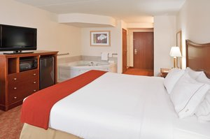 Suite - Holiday Inn Express Delmont