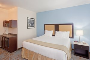 Suite - Holiday Inn Express Hotel & Suites Plainville