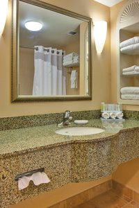 Room - Holiday Inn Express Hotel & Suites Porterville