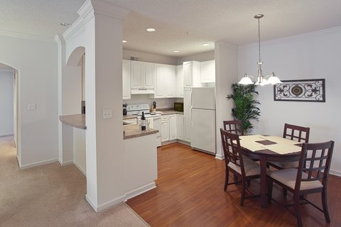 River Ridge Furnished Apartment Kitchenand Dining