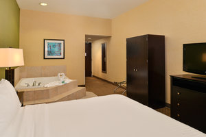 Suite - Holiday Inn Express Woodland