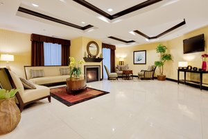 Lobby - Holiday Inn Express Hotel & Suites Warminster