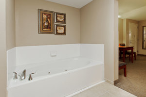 Suite - Holiday Inn Express Hotel & Suites Baton Rouge