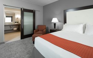 Suite - Holiday Inn Express Hotel & Suites Davenport