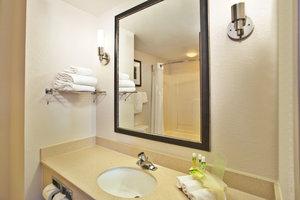 - Holiday Inn Express Hotel & Suites Harrington