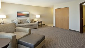 Suite - Holiday Inn Express Hotel & Suites Minnetonka