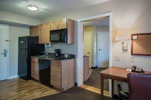 Room - Candlewood Suites Windsor Locks