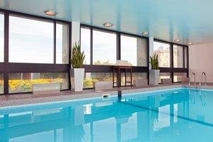 Pool - Crowne Plaza Hotel Newton