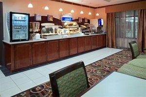 Bar - Holiday Inn Express Hotel & Suites Waller