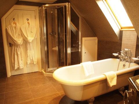 Bathroom-Hannay