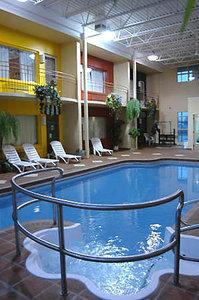 Pool - Hotel Dauphin Drummondville