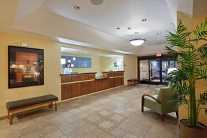 Lobby - Holiday Inn Express Village West Kansas City