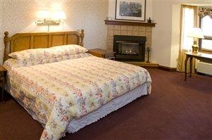 Room - Hilltop Inn & Suites Broomfield