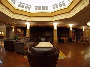 Lobby - Executive Royal Inn Hotel & Conference Centre Calgary