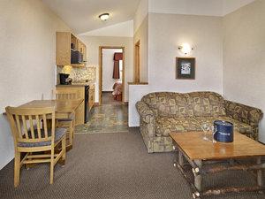Suite - Pyramid Lake Resort Jasper