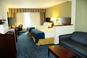 Room - Holiday Inn Express Hotel & Suites Delafield