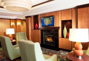 Lobby - Fairfield Inn & Suites by Marriott Des Moines