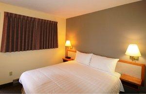 Room - Siesta Suites Kelowna