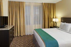 Room - DoubleTree Suites by Hilton Hotel Detroit