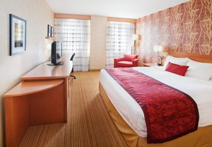 Room - Courtyard by Marriott Hotel Downtown Edmonton