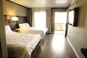 Room - Dixie Hollywood Hotel
