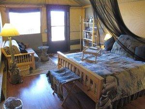 Room - Vision Quest Safari Bed and Breakfast Inn Salinas