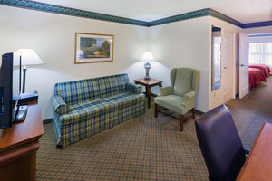 Suite - Country Inn & Suites by Radisson Lewisburg
