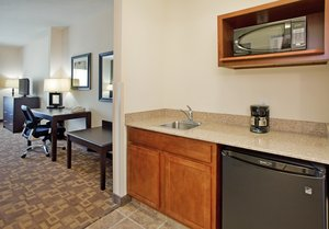 Suite - Holiday Inn Express Hotel & Suites North Topeka