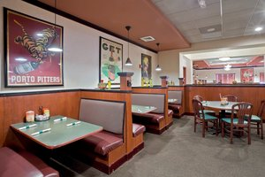 Restaurant - Holiday Inn Hotel & Suites Overland Park