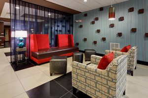 Lobby - Holiday Inn Express Hotel & Suites Northeast York