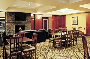 Restaurant - Holiday Inn Express Hotel & Suites Slave Lake