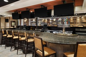 Bar - DoubleTree by Hilton Hotel & Meeting Center Somerset