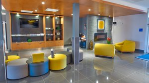 Lobby - Holiday Inn Express Hotel & Suites Vaudreuil