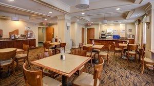 Restaurant - Holiday Inn Express Hotel & Suites Hadley
