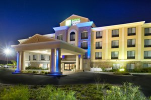 Exterior view - Holiday Inn Express Hotel & Suites Selma
