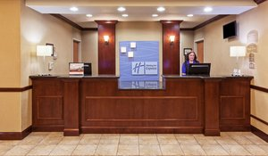 Lobby - Holiday Inn Express Hotel & Suites Selma