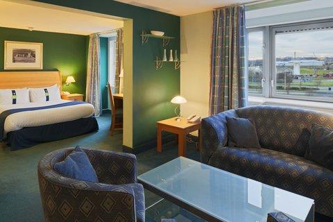 Holiday Inn Aberdeen Exhibition Centre Junior Suit
