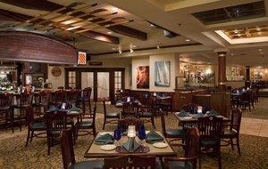 Restaurant - DoubleTree by Hilton Hotel East Syracuse