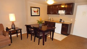 Suite - Holiday Inn Hotel & Suites Peabody