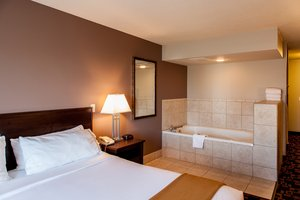 Suite - Holiday Inn Express Hotel & Suites Yankton