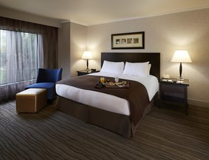 Suite - DoubleTree by Hilton Hotel Claremont