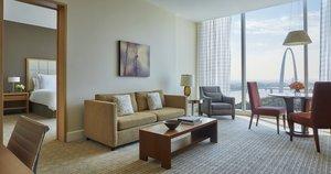 Suite - Four Seasons Hotel St Louis