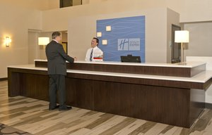 Lobby - Holiday Inn Express Hotel & Suites Downtown Area